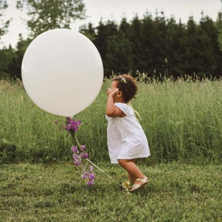 Kesakuun energia sisaisen lapsen ja leikin aika